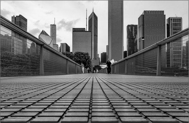 Chicago: ponte pedonale di accesso all'Art Institute of Chicago - © Massimo Vespignani
