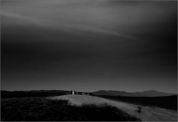 San Quirico d'Orcia: la solitaria cappella della Madonna di Vitaleta - © Massimo Vespignani