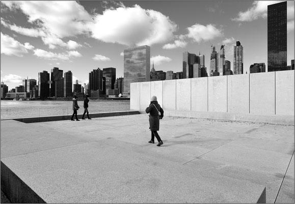 L'estremità sud di Roosevelt Island e, sullo sfondo, lo skyline di Manhattan  - © Massimo Vespignani