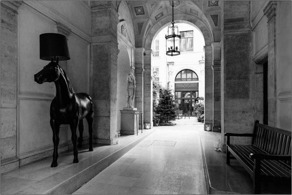 Androne dell' Hôtel de Pourtalès - © Massimo Vespignani