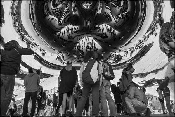 """Chicago: riflessi sulla volta della scultura """"Cloud Gate"""" - © Massimo Vespignani"""