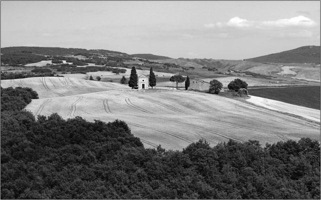 San Quirico d'Orcia: la cappella Madonna di Vitaleta - © Massimo Vespignani