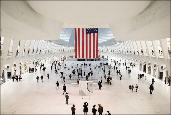 Interno dell'hub ferroviario del World Trade Center, opera dell'achitetto Santiago Calatrava - © Massimo Vespignani