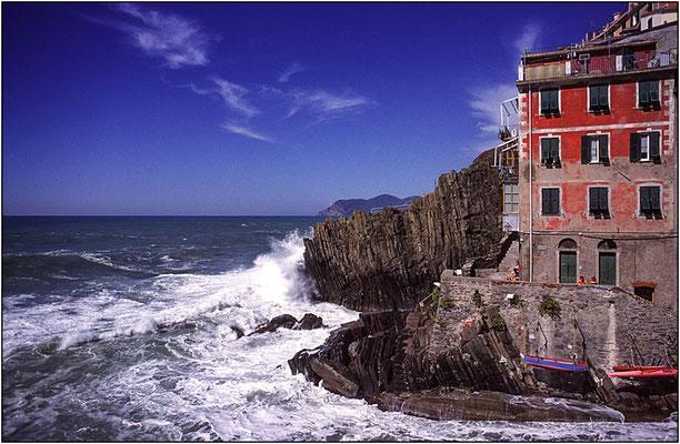 Cinque Terre: Riomaggiore - © Massimo Vespignani