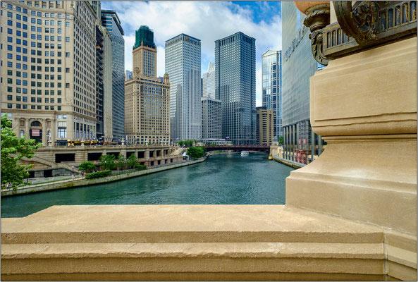 Chicago: grattacieli lungo le sponde del Chicago River - © Massimo Vespignani