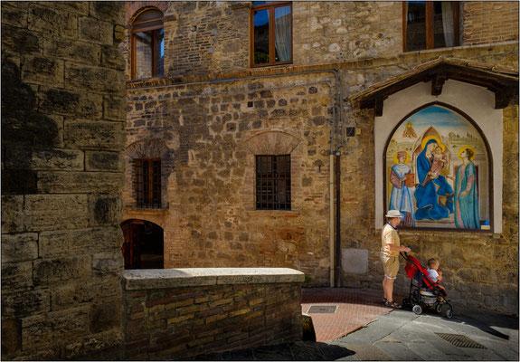 San Gimignano: via Palestro - © Massimo Vespignani
