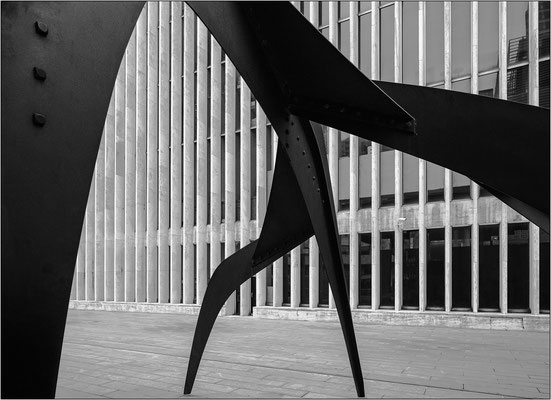 New York City: scultura di Alexander Calder al Lincoln Center - © Massimo Vespignani