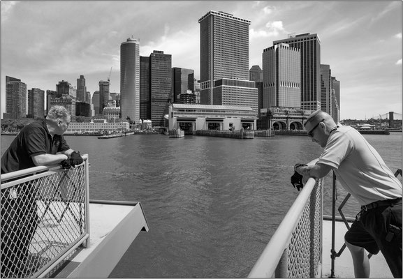 New York City: traghetto proveniente da Staten Island in approdo a Lower Manhattan - © Massimo Vespignani