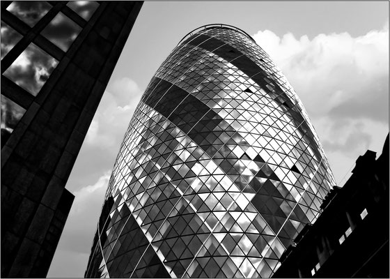 Londra, 30 St Mary Axe (The Gherkin) - © Massimo Vespignani
