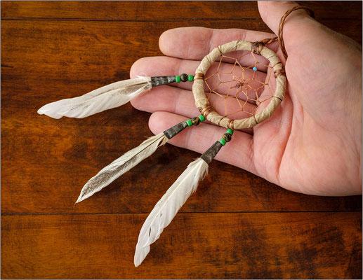 """Arizona: un """"dream catcher"""" (acchiappasogni) realizzato dai nativi Navajo. Si usa donarlo ad ogni neonato, che poi lo conserverà per tutta la vita, affinché tenga lontani i brutti sogni e si realizzino quelli belli - © Massimo Vespignani"""