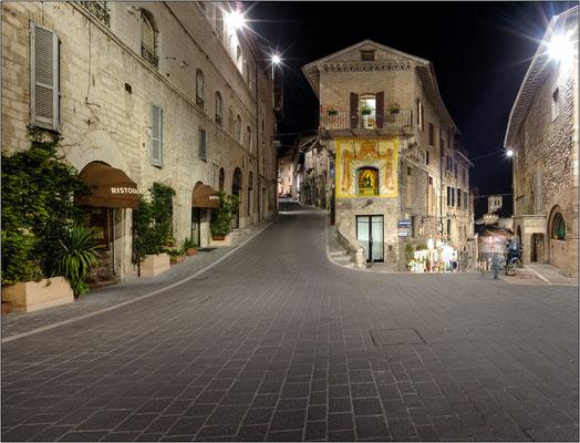Assisi, piazzetta Bonghi - © Massimo Vespignani