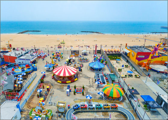 Coney Island: strutture dello storico luna park in riva all'oceano  - © Massimo Vespignani
