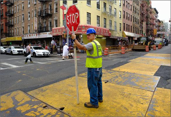 New York City: cantiere stradale nel quartiere cinese - © Massimo Vespignani