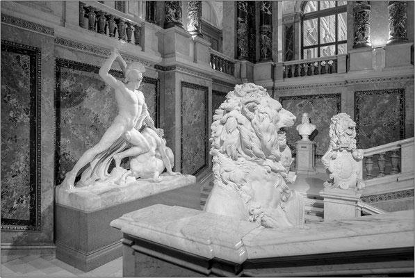 """Vienna:  la scultura """"Teseo e il Centauro"""" di Antonio Canova lungo lo scalone principale del Kunsthistorisches Museum - © Massimo Vespignani"""