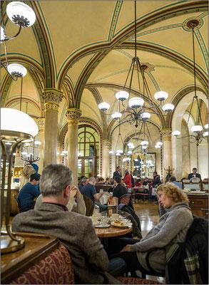 Vienna: il leggendario Café Central che fu abituale ritrovo di letterati - © Massimo Vespignani