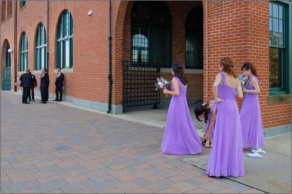 Jersey City: partecipanti ad una cerimonia nuziale al Liberty State Park - © Massimo Vespignani