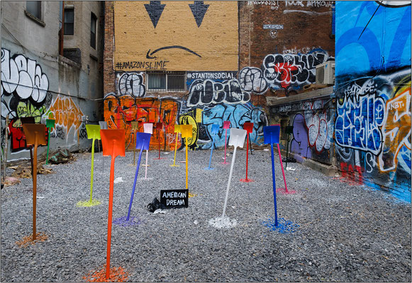 Installazione di street art nel quartiere East Village - © Massimo Vespignani