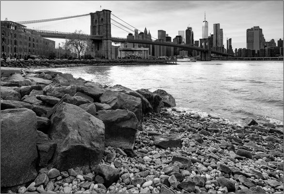 Il Brooklyn Bridge visto da Pebble Beach - © Massimo Vespignani