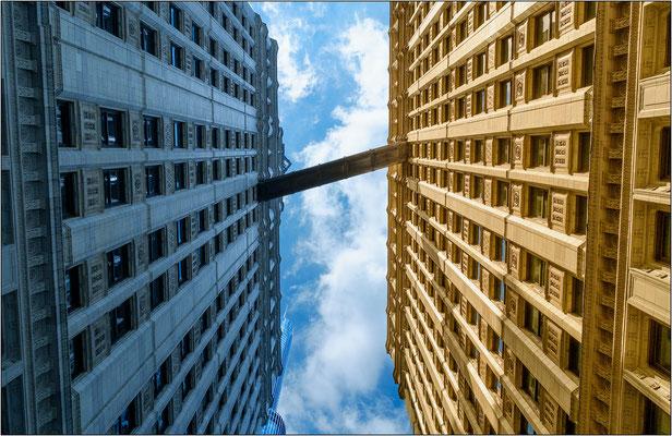Chicago: passerella di congiunzione fra due edifici gemelli- © Massimo Vespignani