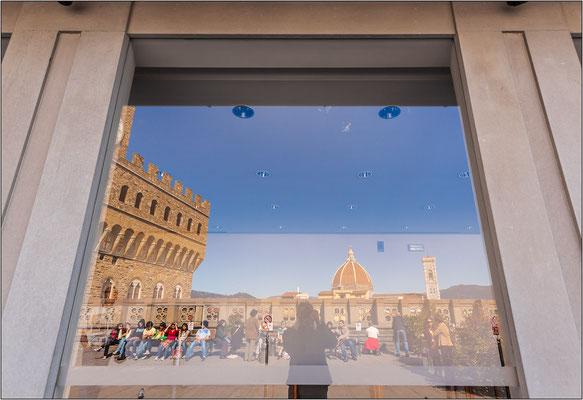 Firenze: terrazza sulla Galleria degli Uffizi - © Massimo Vespignani
