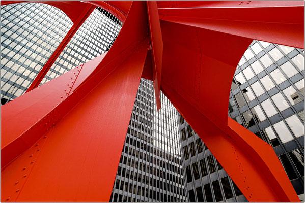 """Chicago: particolare della scultura """"Flamingo"""" di Alexander Calder - © Massimo Vespignani"""