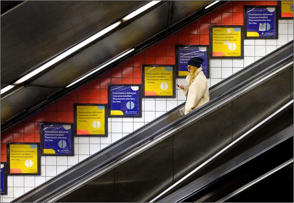 Scala mobile della metropolitana - © Massimo Vespignani