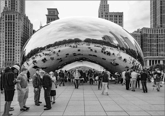 """Chicago: la scultura """"Cloud Gate"""" dell'artista  Anish Kapoor, soprannominata """"The Bean"""" (""""Il Fagiolo"""") per via della sua forma - © Massimo Vespignani"""