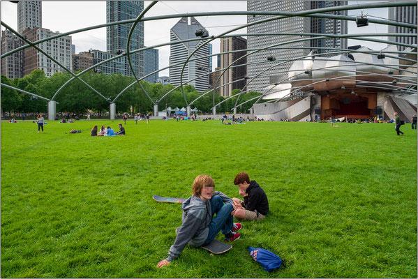 Chicago: prato antistante al Pritzker Pavilion, all'nterno del Millennium Park  - © Massimo Vespignani