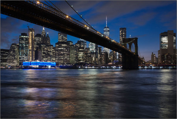 New York City: il Brooklyn Bridge e lo skyline di Manhattan - © Massimo Vespignani