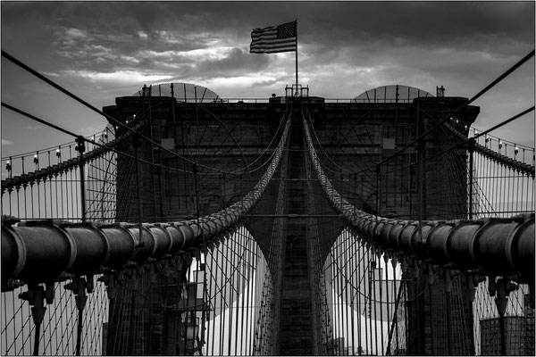 New York City: funi di sostegno del Brooklyn Bridge - © Massimo Vespignani