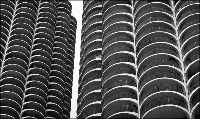 Chicago: i due grattacieli gemelli a forma di pannocchia a Marina City - © Massimo Vespignani
