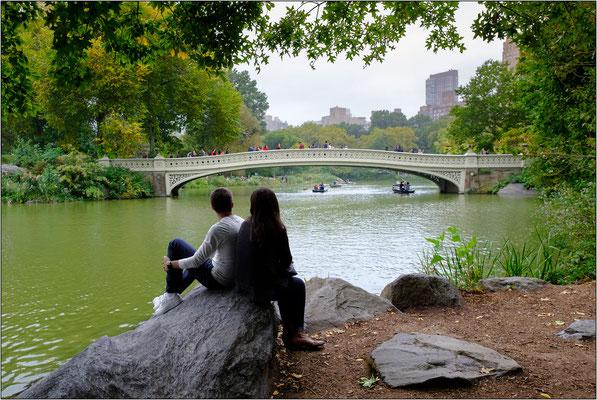 New York City: il Bow Bridge. Oramai si è perso il conto dei film che contengono scene ambientate su questo ponte pedonale di Central Park - © Massimo Vespignani
