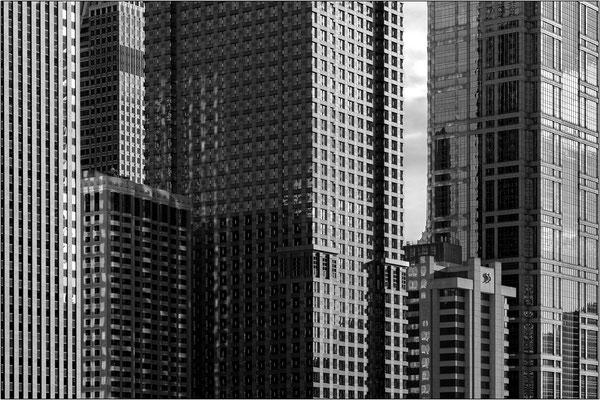 Chicago: grattacieli sulla W Lower Wacker DR 1 - © Massimo Vespignani