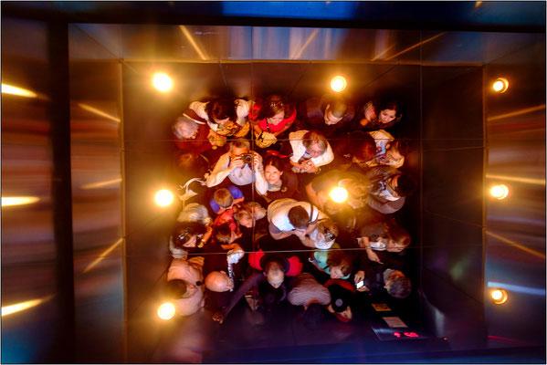 Chicago: interno di uno dei ben 104 ascensori che, in soli 59 secondi, portano al 103° piano della Willis Tower - © Massimo Vespignani