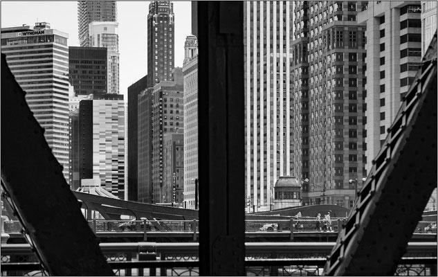 Chicago: veduta dal ponte sulla N Wells Street - © Massimo Vespignani
