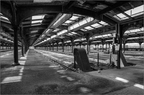Jersey City: i binari della vecchia stazione ferroviaria (oggi trasformata in museo) ove giunsero migliaia di immigrati europei durante il grande esodo verso le Americhe - © Massimo Vespignani