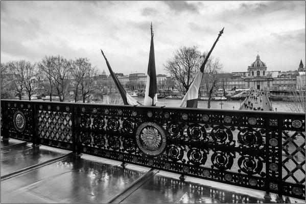 Museo del Louvre: balcone con vista sul Pont des Arts - © Massimo Vespignani