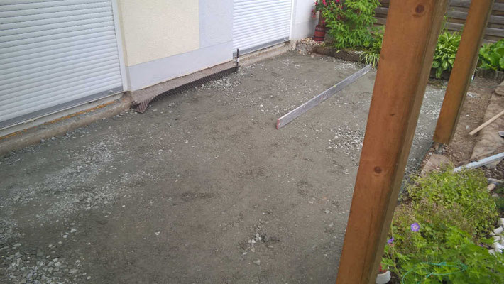 Untergrund für Terrasse vorbereitet