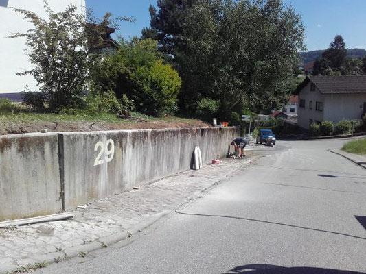 Stützmauer muss wegen schäden entfernt werden.