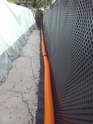 Stützmauer rückseitig abgedichet.