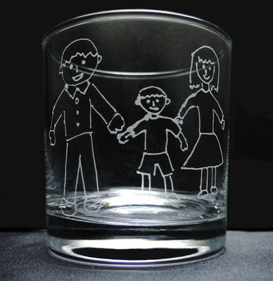 客様による手描きデザインを彫刻した一点物のグラス