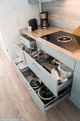 Ausziehschubladen in den Küchenschränken