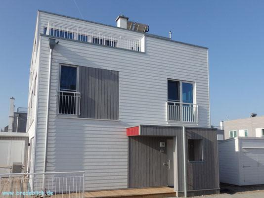 Abstellraum auf Terrasse, Hauseingang, Fahrradschuppen