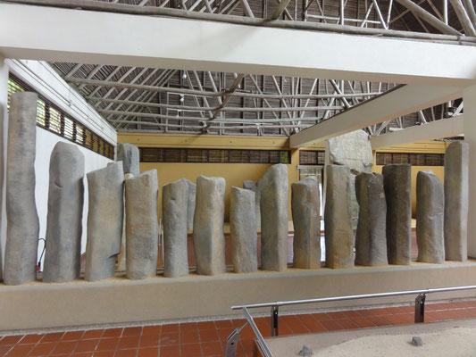 Museo sitio arqueológico La Venta, bloques de basalto en el recinto ceremonial /