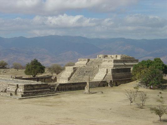 Monte Albán, sistema IV templo zapoteco, 500-200 a.C., remodelado 400-500 d.C.