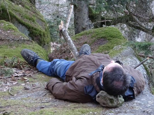 headstone/piedra cabezera/Kopfstein - a milennial transpersonal tecnique to sleep..