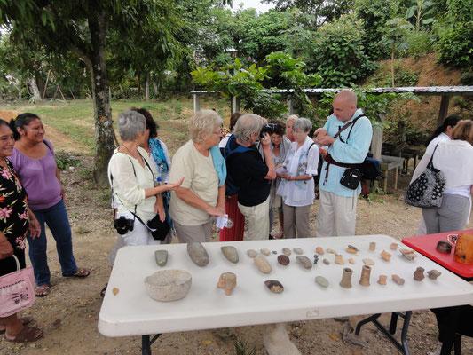 Dorfleute zeigen uns ihre alten olmekischen Schätze...