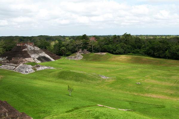 pirámide maya extraordinaria (¿fue una escuela de idiomas de las Antiguas culturas?)