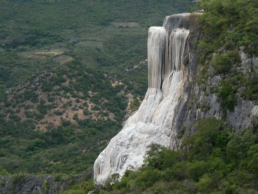 Cascadas petrificadas de / petrified waterfalls at Hierve el Agua, Oaxaca