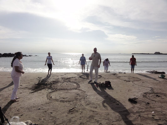 somos energía y de 85% de agua... este hecho usaremos en nuestra ceremonia en la playa (como en esta foto en Veracruz)